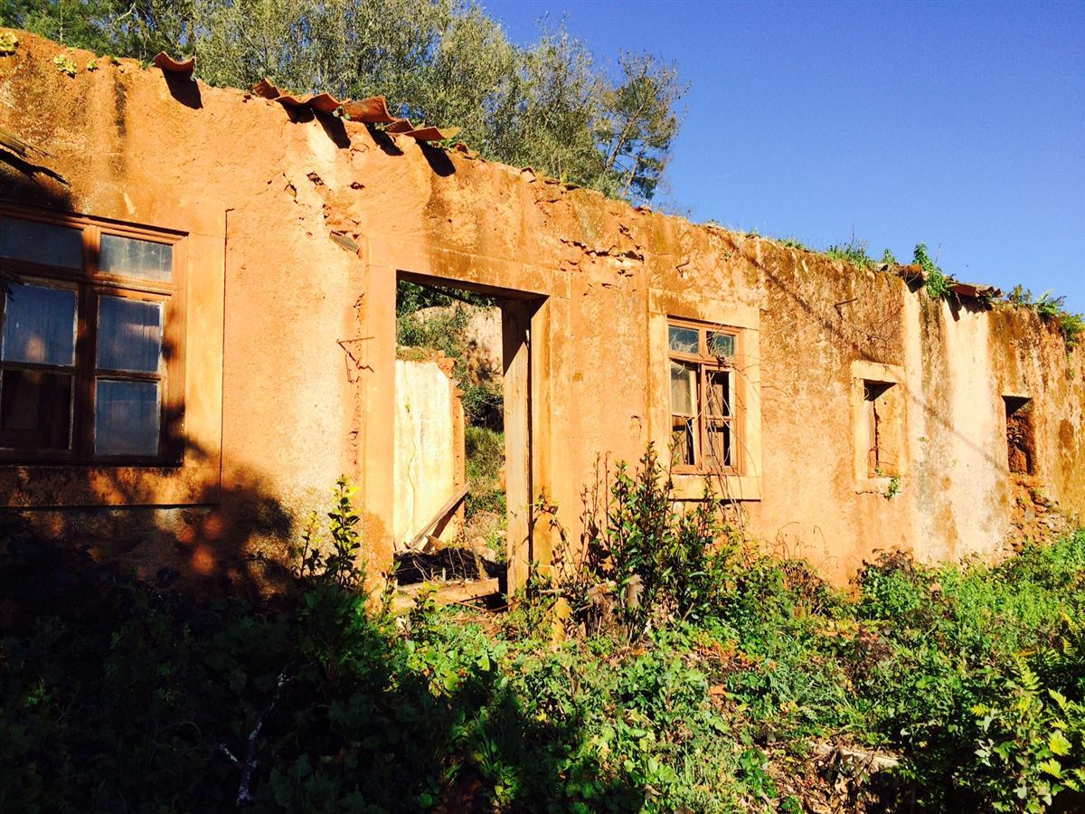 Terreno com Ruina em Macas D Maria